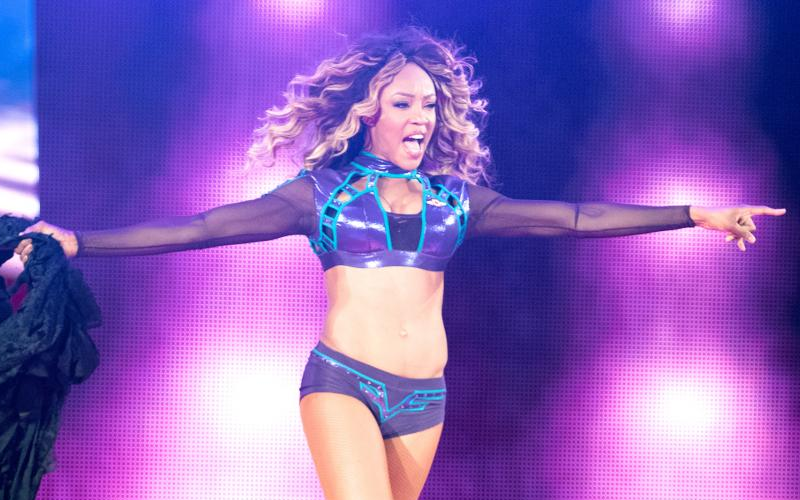Alicia-Fox-Entrance