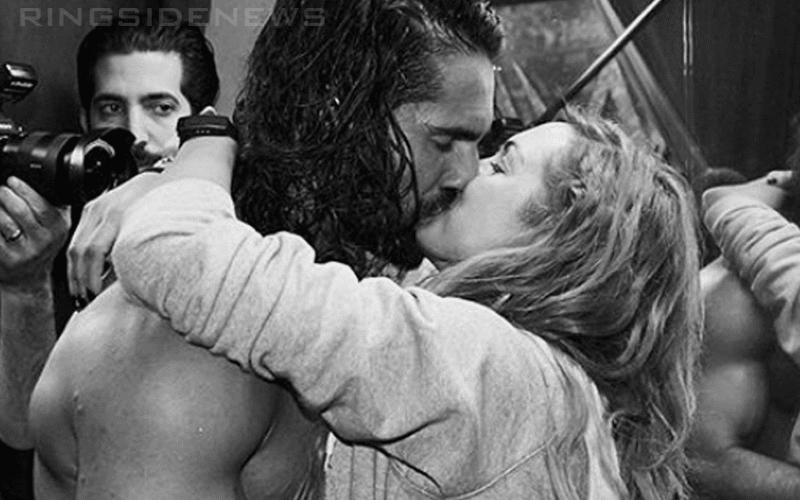 seth-rollins-becky-lynch-kissing