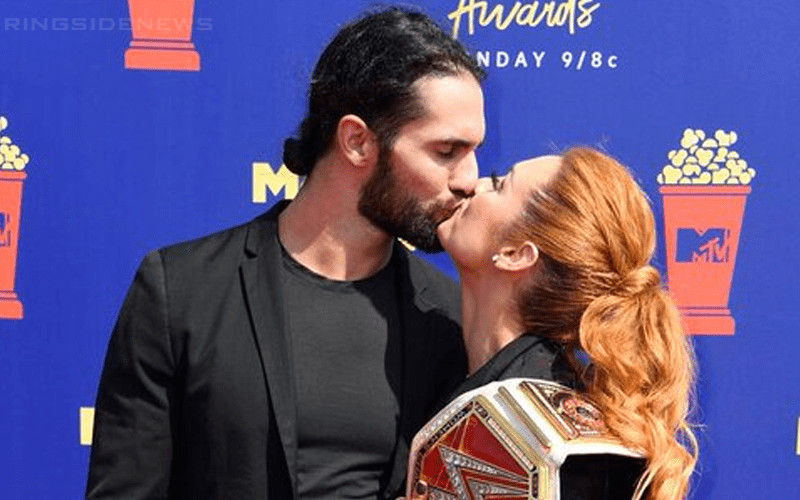 becky-lynch-seth-rollins-kissy-mtv