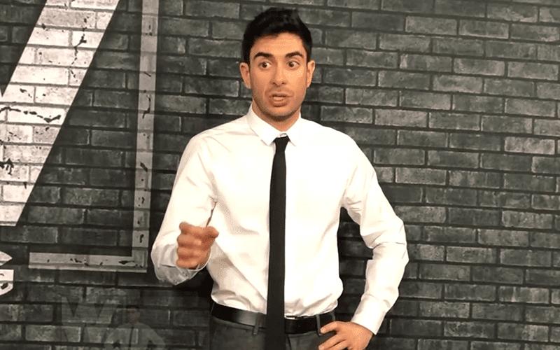 Tony-Khan-pointing