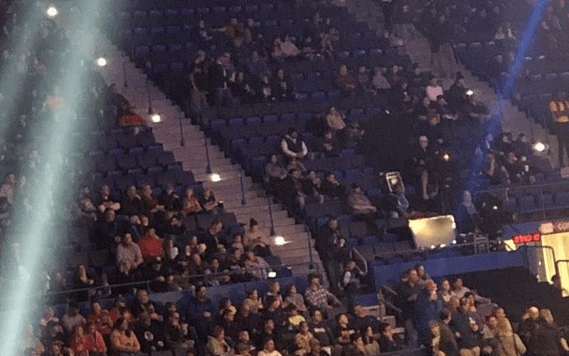 sasdfffdsfdffafd-raw-crowd-42