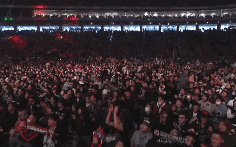 wrestle-kingdom-14-crowd-night-2