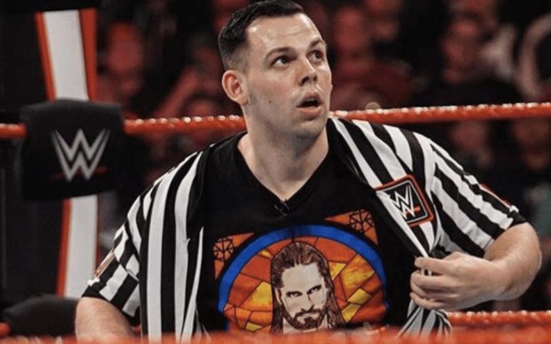 jake-clemons-heel-referee