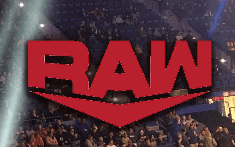 raw-light-low-crowd-fans-empty