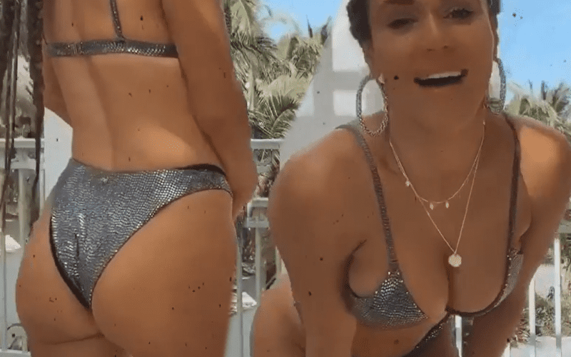 lana-bikini