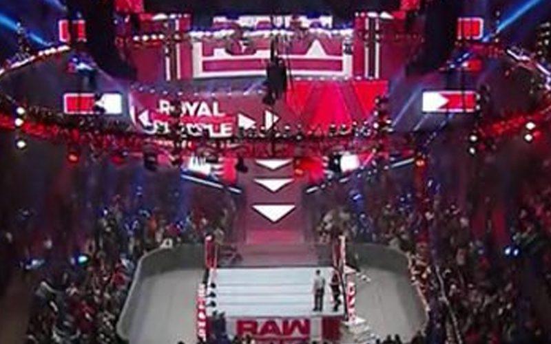 raw-touring-live-crowd-set