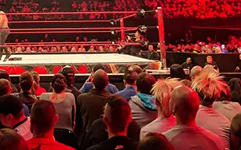 wwe-raw-live-fans-42