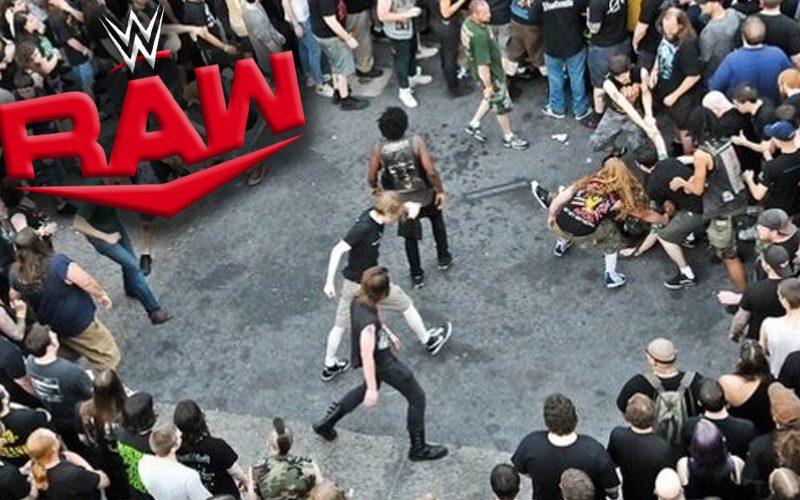 wwe-raw-most-pit