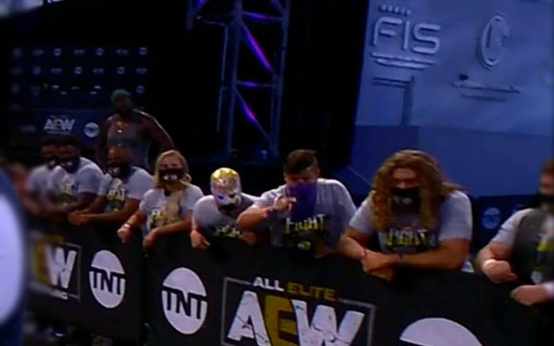 aew-crowd
