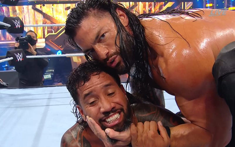 roman-reigns-jey-uso-say-cheese
